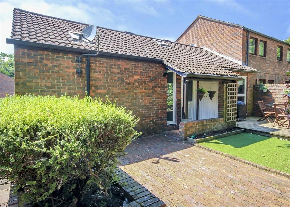 3 Bedrooms Maisonette Flat for sale in Jevington, Birch Hill, Bracknell, Berkshire