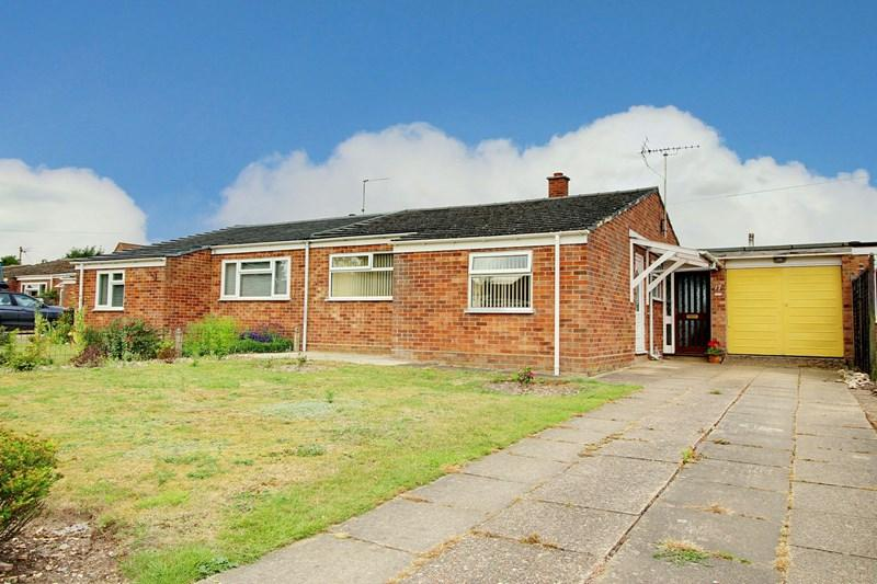 2 Bedrooms Semi Detached Bungalow for sale in Halls Drive, Gressenhall, Dereham