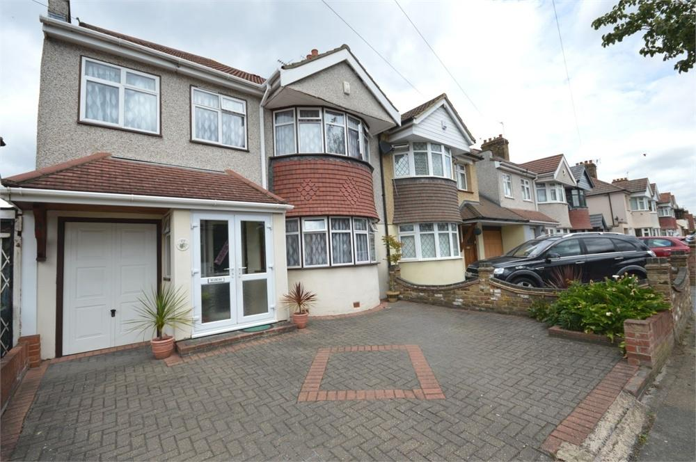 4 Bedrooms Semi Detached House for sale in Axminster Crescent, Welling
