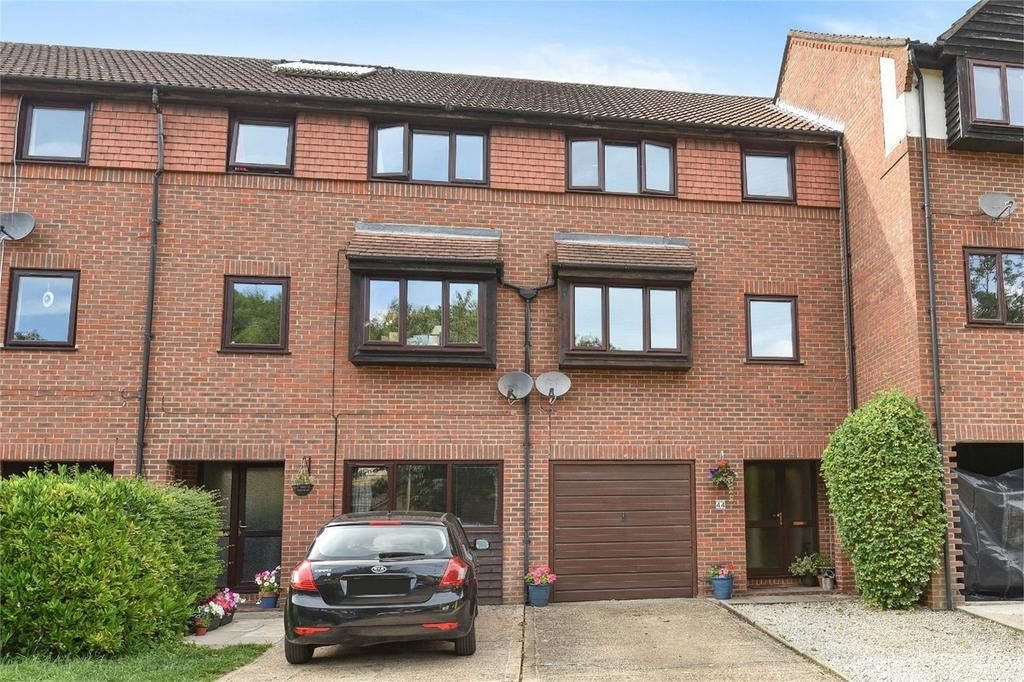 3 Bedrooms Town House for sale in Badger Farm, Winchester, Hampshire