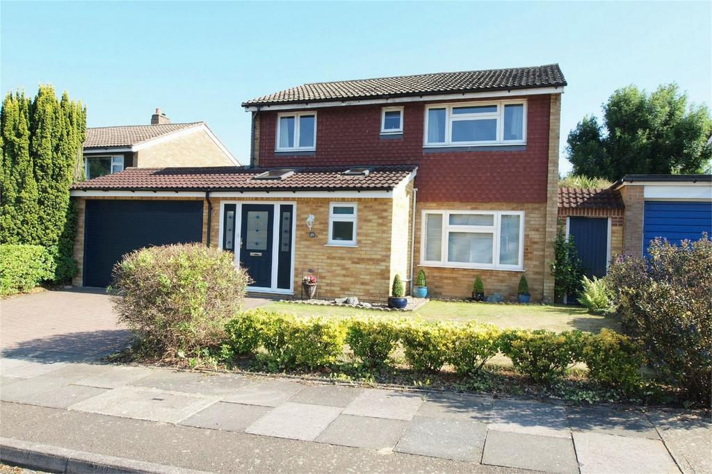 3 Bedrooms Detached House for sale in Cheriton Avenue, Bromley, Kent