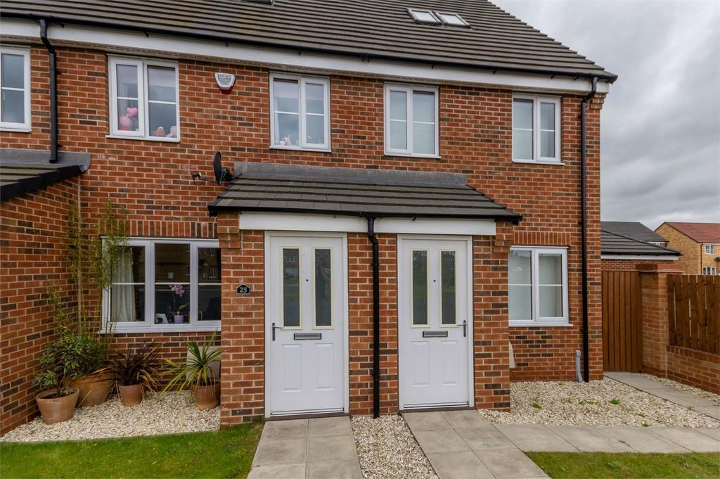 3 Bedrooms Town House for sale in 25 Cedar Road, SELBY, North Yorkshire