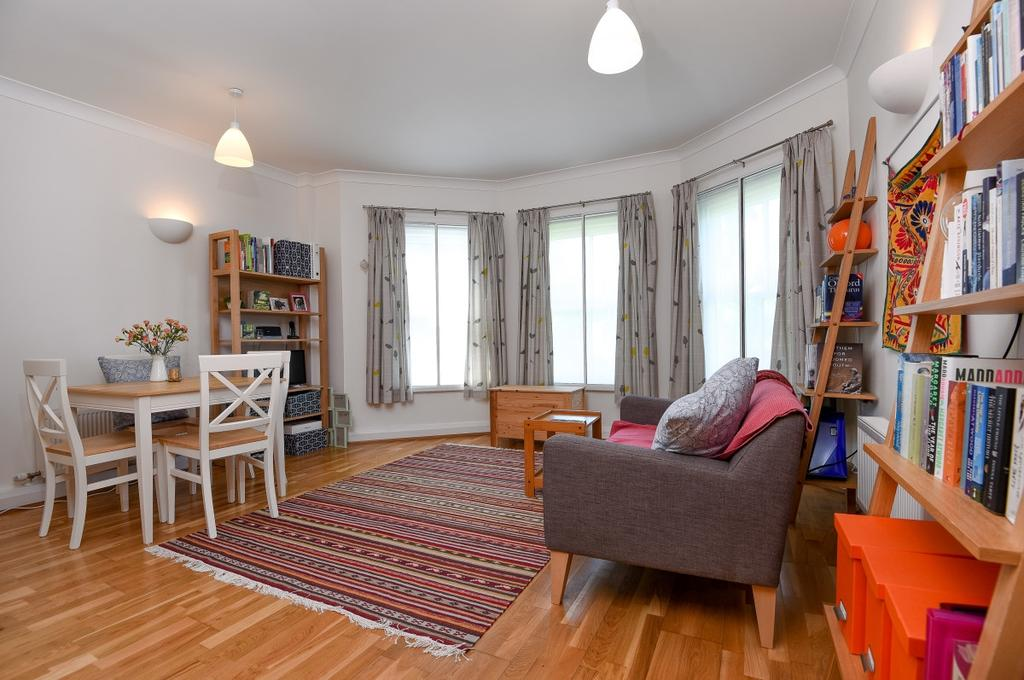 1 Bedroom Flat for sale in Charlton Road London SE3
