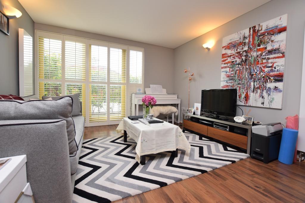 1 Bedroom Flat for sale in West Parkside Greenwich SE10