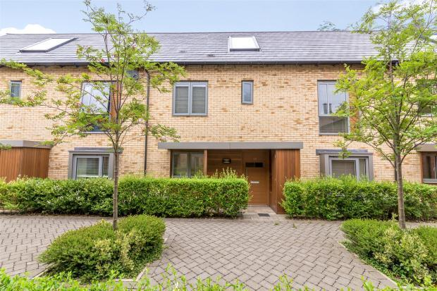 3 Bedrooms Terraced House for sale in Forty Acre Road, Trumpington, Cambridge