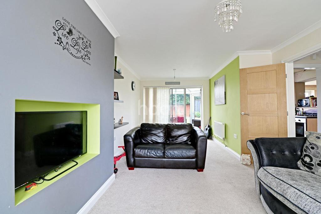 4 Bedrooms Semi Detached House for sale in Hathersage Avenue, North Hykeham