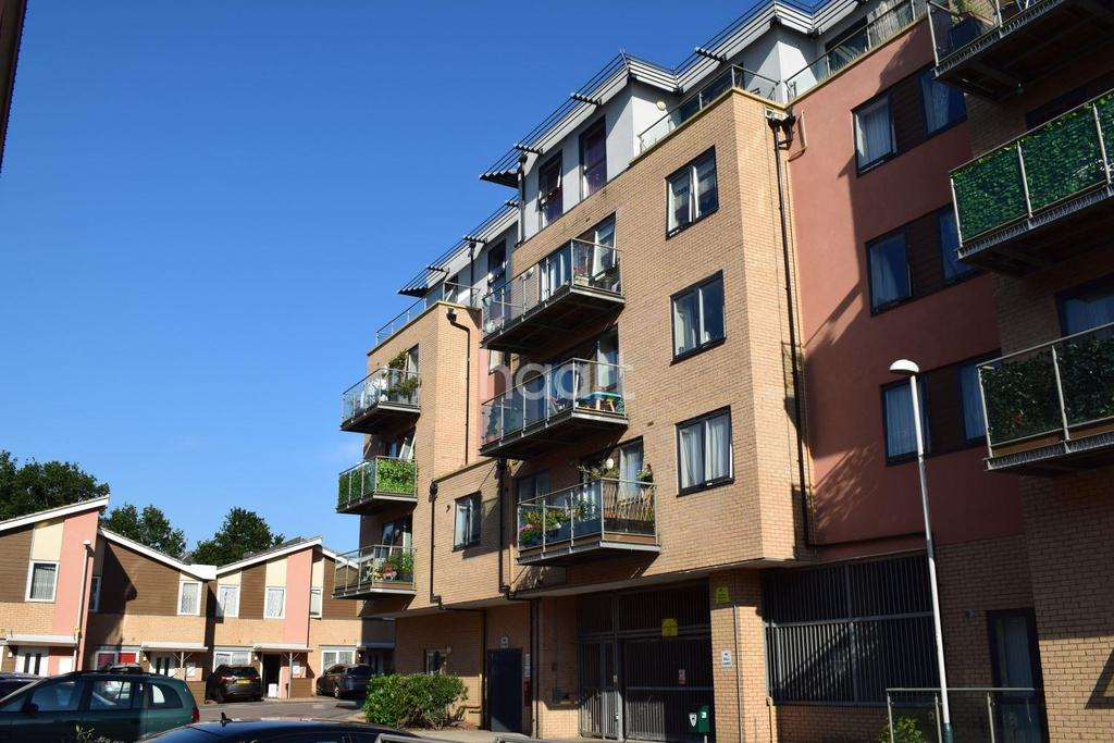 1 Bedroom Flat for sale in Weave Court, Loom Grove, Romford