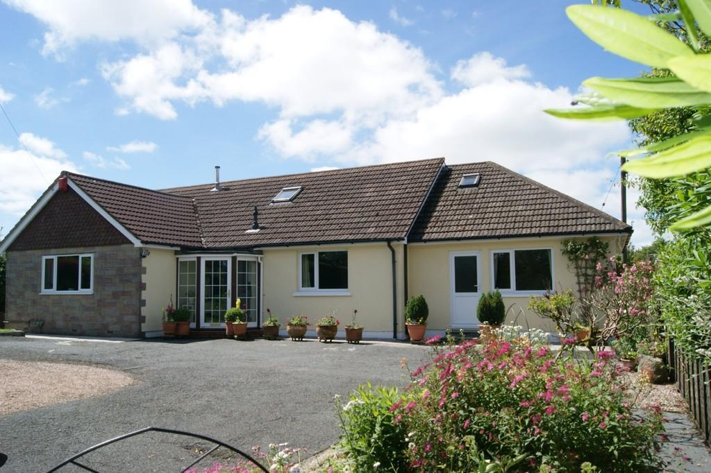 5 Bedrooms Detached Bungalow for sale in Broadbury, Okehampton
