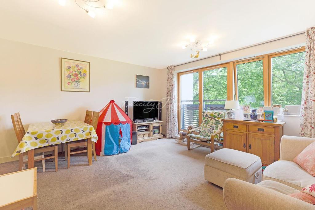 2 Bedrooms Flat for sale in Tay Court, E2