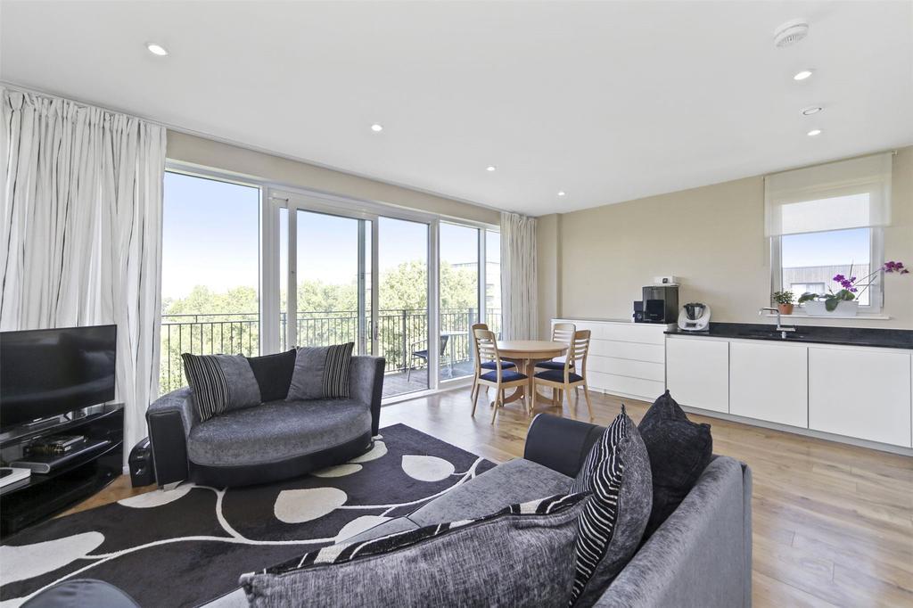 2 Bedrooms Flat for sale in Meadowside, London, SE9