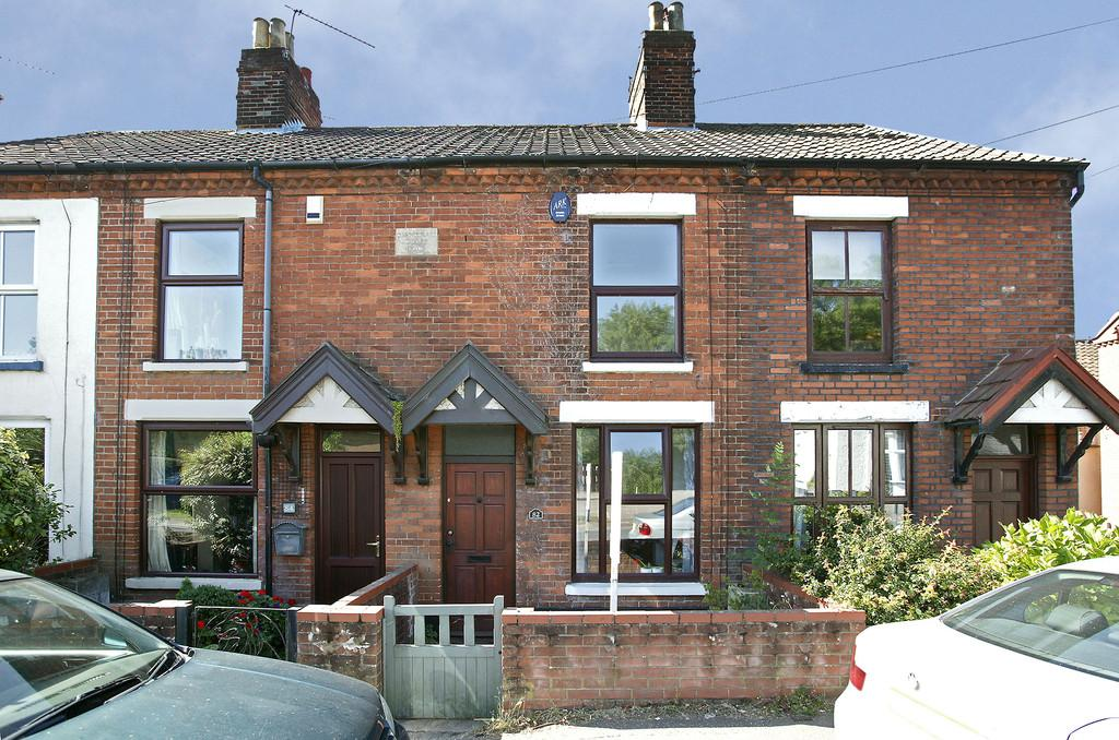 2 Bedrooms Terraced House for sale in Yarmouth Road, Norwich