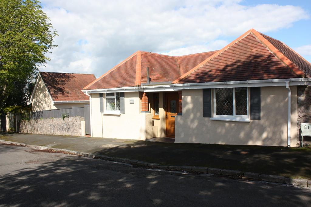 3 Bedrooms Detached Bungalow for sale in St Lukes Road North | Torquay