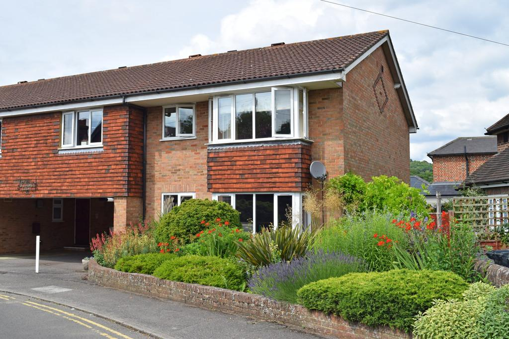 2 Bedrooms Ground Flat for sale in Old Forge Court, 67 Station Road, Shalford, Guildford GU4 8HA