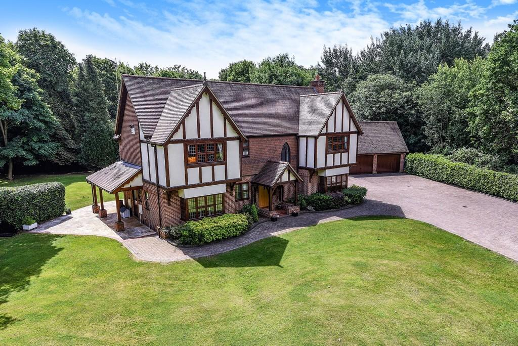 5 Bedrooms Detached House for sale in Victor Gardens, Hawkwell