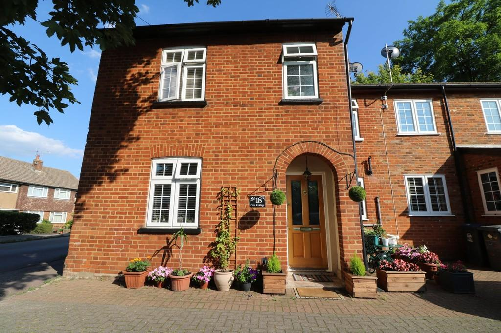 3 Bedrooms Semi Detached House for sale in Station Road, Puckeridge