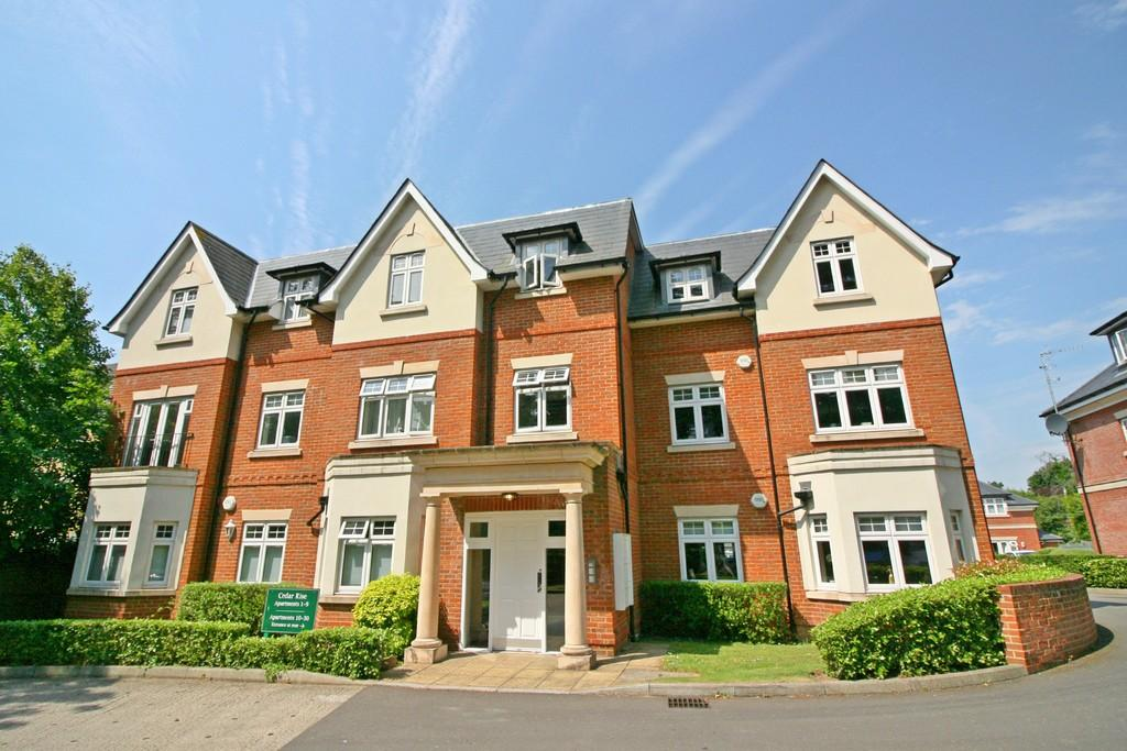 2 Bedrooms Apartment Flat for sale in Reigate Hill, Surrey