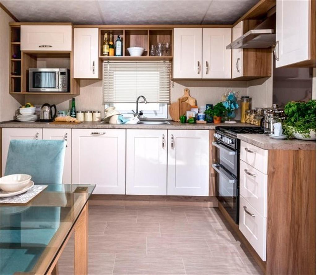 2 Bedrooms Mobile Home for sale in Marlow Pemberton 2017 At Sutton Vale Country Park