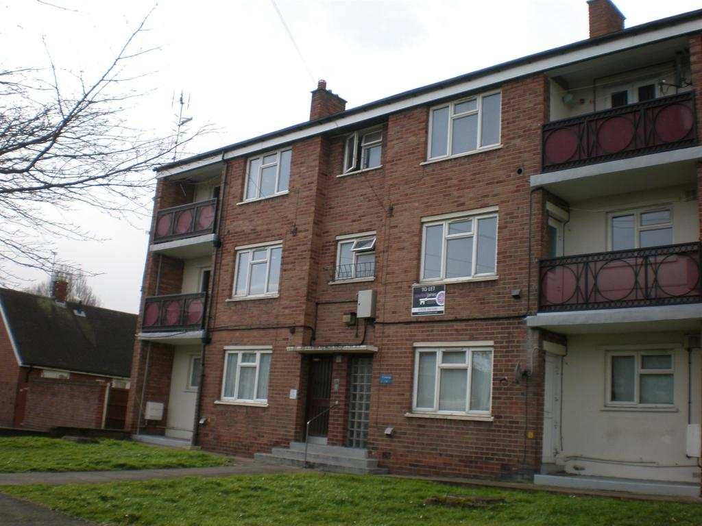3 Bedrooms Flat for sale in Ty Rhosydd, Rhos, Wrexham, LL14 2LR