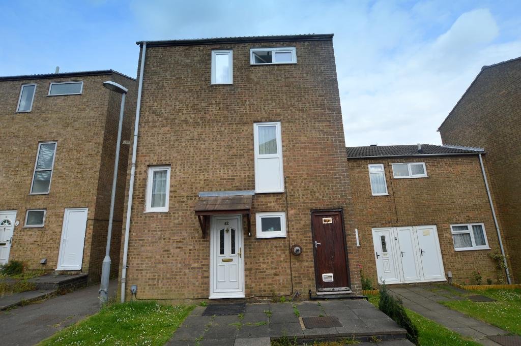 3 Bedrooms Town House for sale in Petersfield Gardens, Luton, Bedfordshire, LU3 3TY