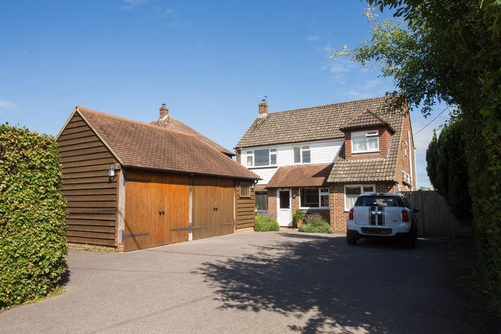 4 Bedrooms Detached House for sale in Cowbeech Road, Cowbeech, East Sussex, BN27 4JF