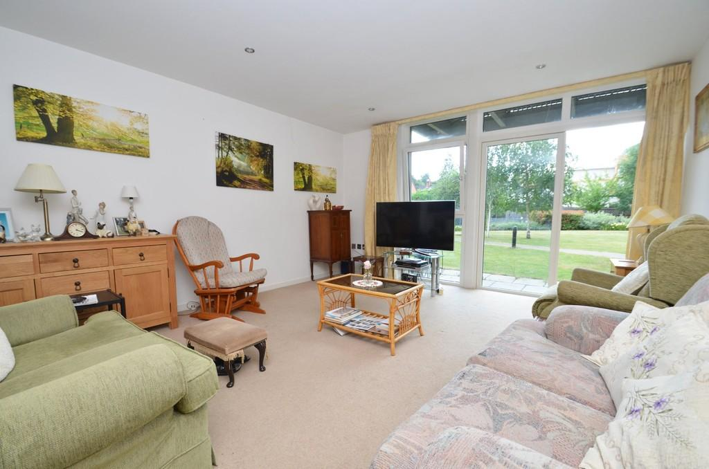 2 Bedrooms Ground Flat for sale in Godalming