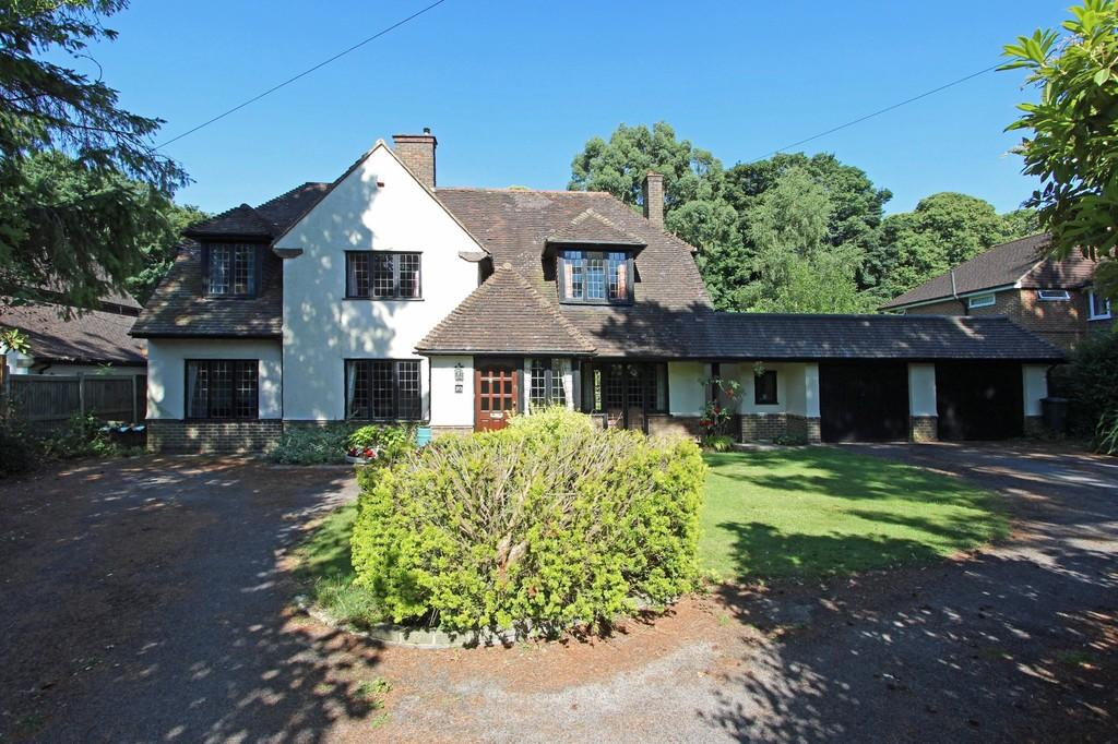 4 Bedrooms Detached House for sale in Tadorne Road, Tadworth