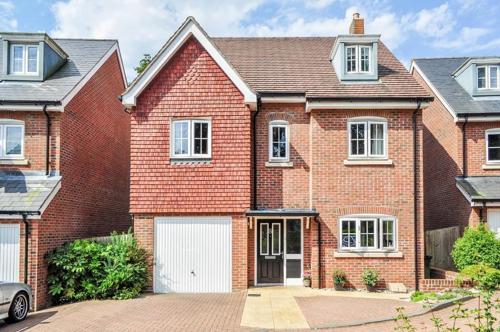 6 Bedrooms Detached House for sale in St Aidan Close, Southgate