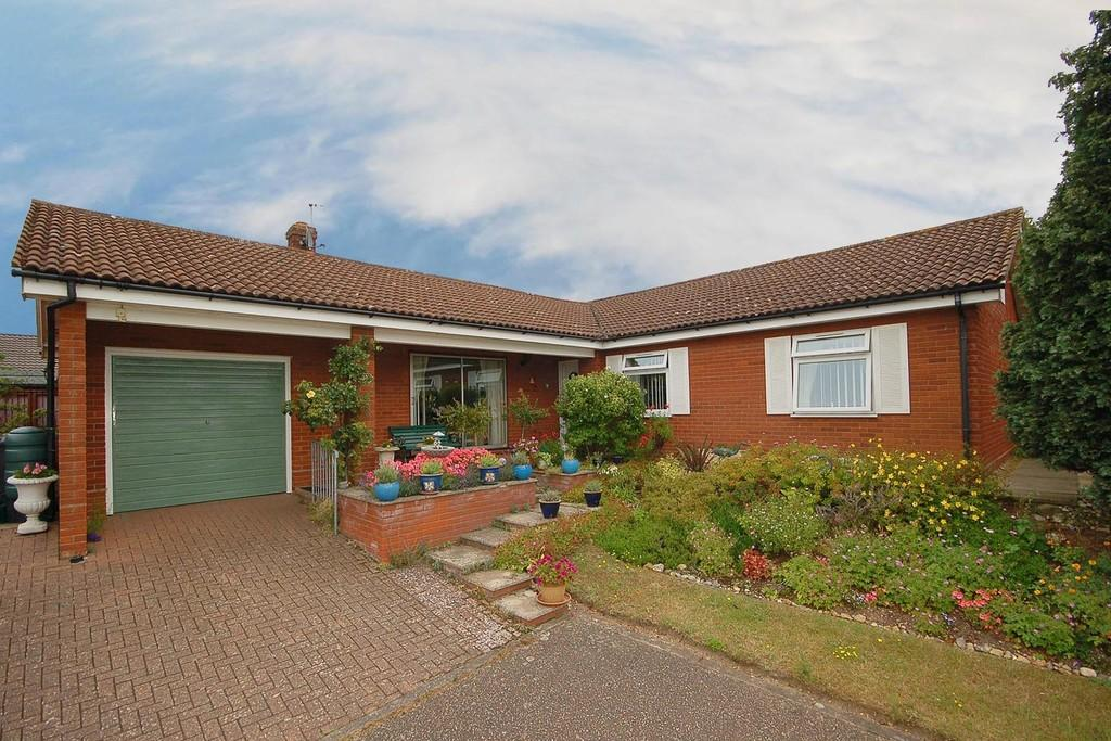 3 Bedrooms Detached Bungalow for sale in Uplands Park, Sheringham