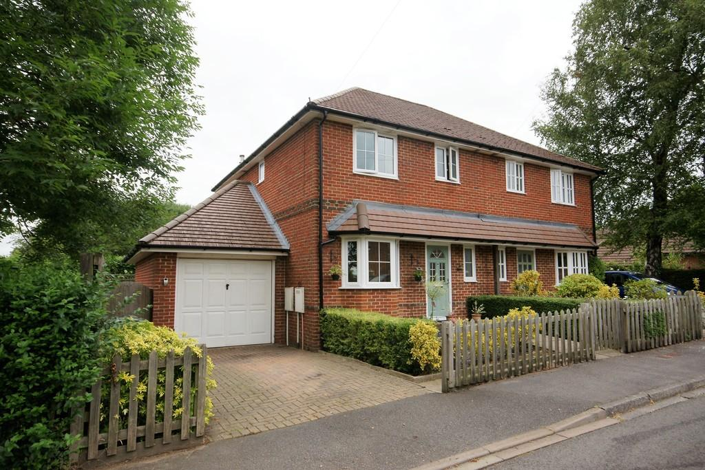 3 Bedrooms Semi Detached House for sale in Windmill Fields, FOUR MARKS, Hampshire
