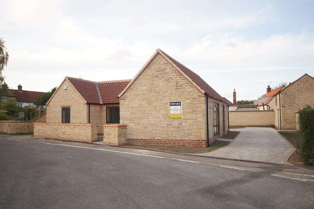 3 Bedrooms Detached Bungalow for sale in Middle Street, Metheringham, Lincoln