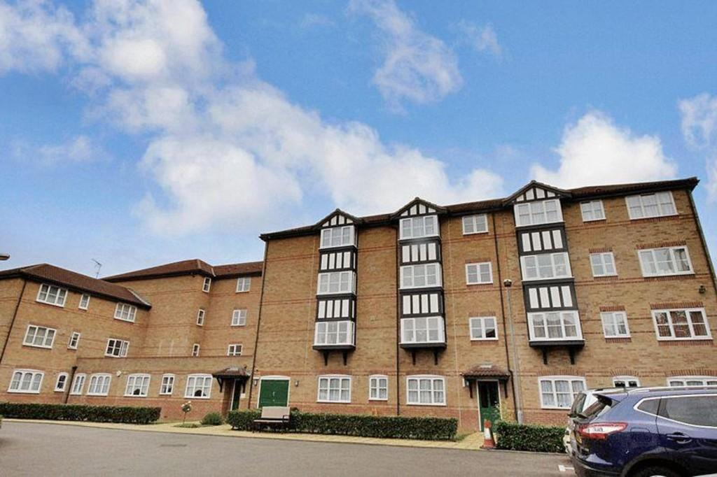 1 Bedroom Ground Flat for sale in Gibson Crt, Regarth Avenue, Romford