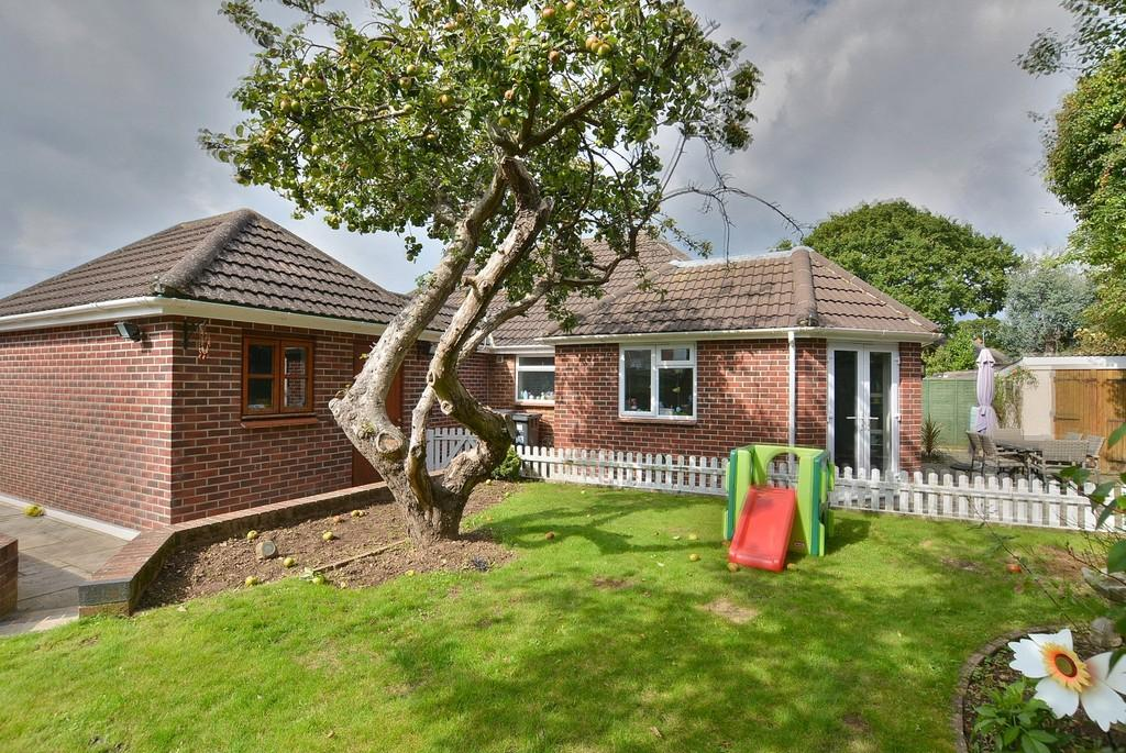 3 Bedrooms Detached Bungalow for sale in Headswell Avenue, Bournemouth