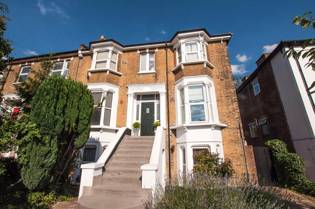 1 Bedroom Apartment Flat for sale in Hermon Hill, Wanstead