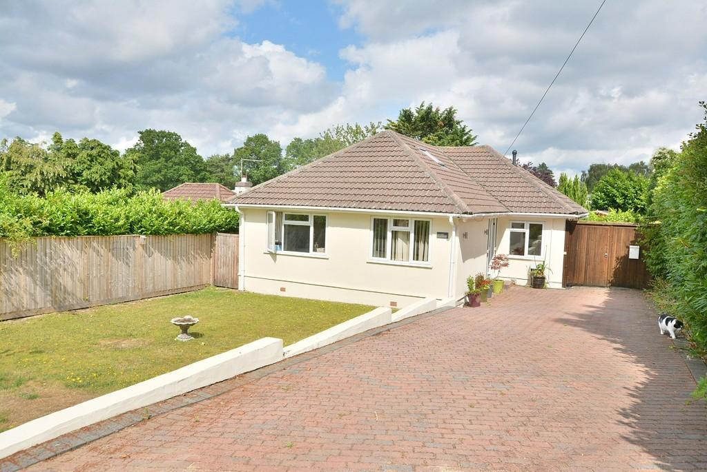 4 Bedrooms Detached Bungalow for sale in Pine Glen Avenue, Ferndown