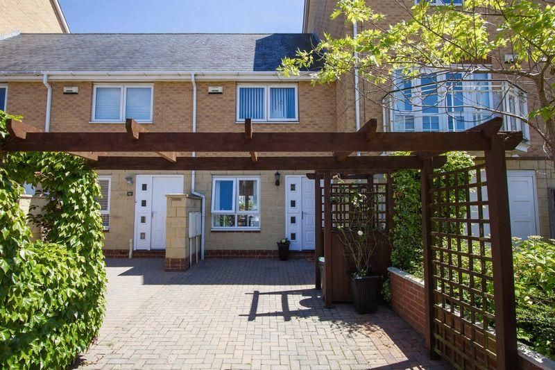 2 Bedrooms Terraced House for sale in Chandlers Way, Penarth Marina