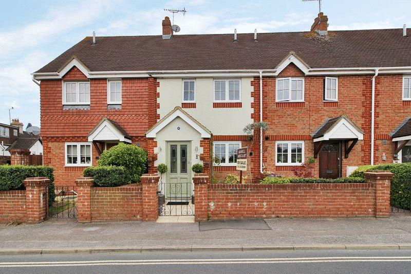 3 Bedrooms Terraced House for sale in Rushams Road, Horsham