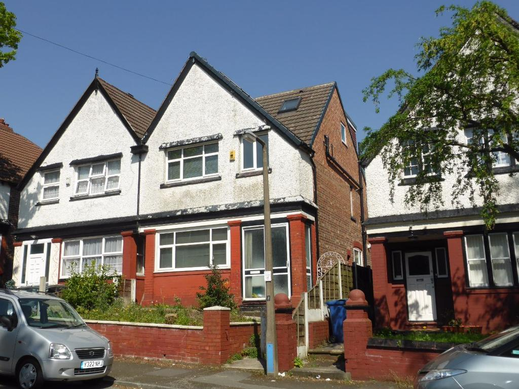 6 Bedrooms Semi Detached House for sale in Rochester Ave, Prestwich M25