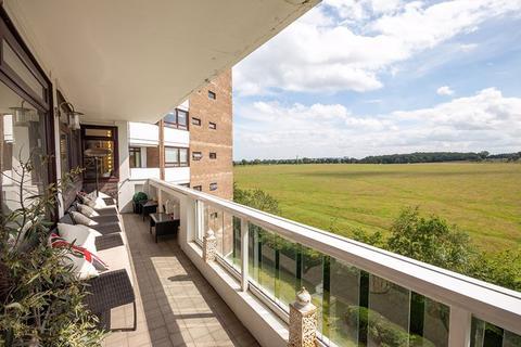 3 bedroom apartment for sale - Montagu Court, Montagu Avenue, Gosforth
