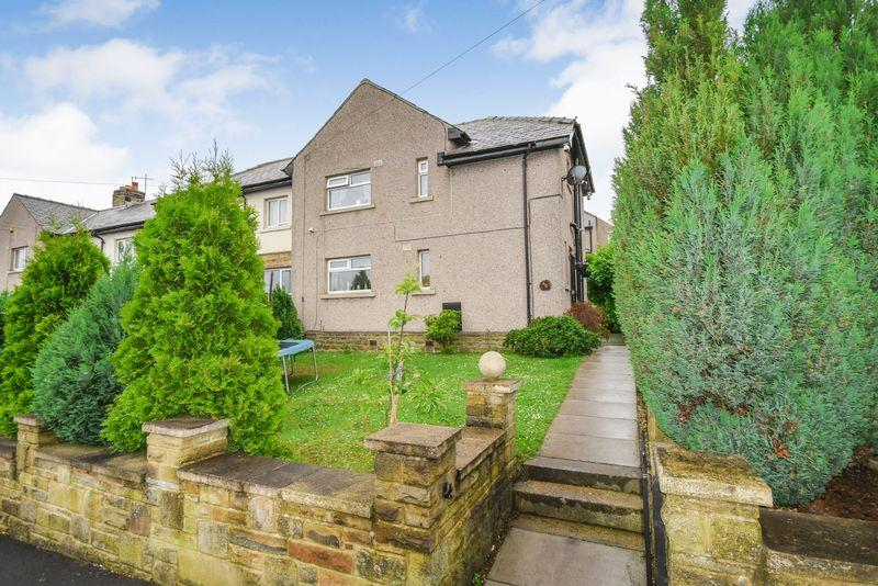 3 Bedrooms Semi Detached House for sale in West Royd Road, Shipley