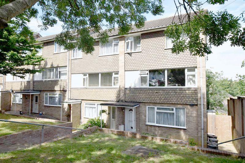 2 Bedrooms Maisonette Flat for sale in Dixon Close, Maidstone