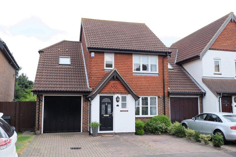 4 Bedrooms Detached House for sale in Landale gardens, Dartford