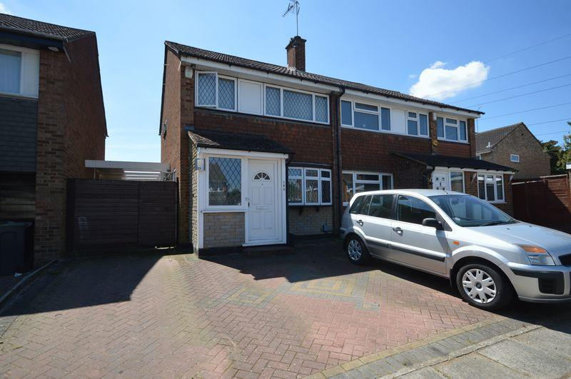 3 Bedrooms Semi Detached House for sale in Holgate Drive, Luton