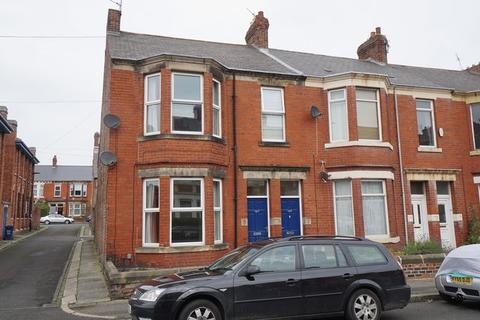 2 bedroom flat to rent - Trewhitt Road, Heaton