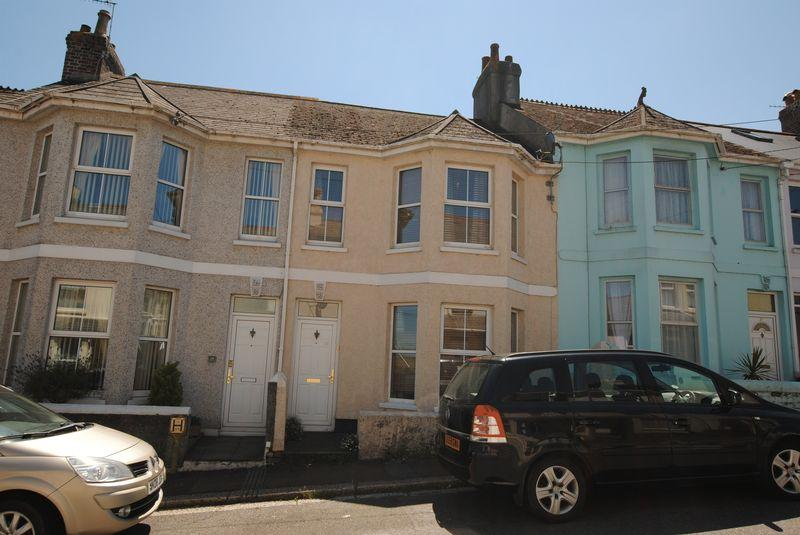3 Bedrooms Terraced House for sale in Victoria Road, Saltash