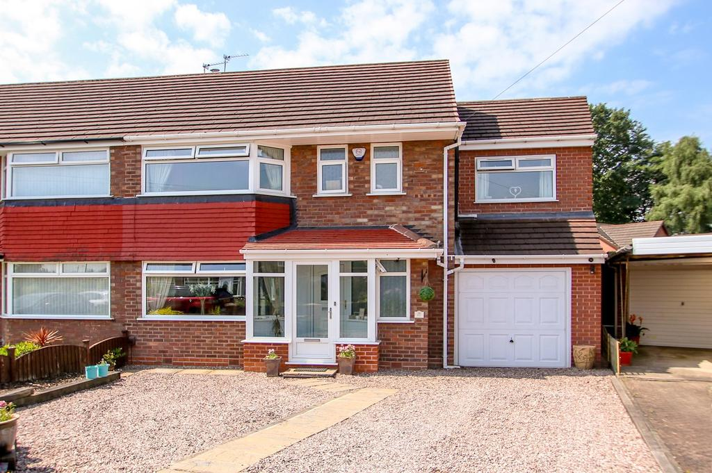 4 Bedrooms Semi Detached House for sale in Cumberland Road, Urmston, Manchester, M41