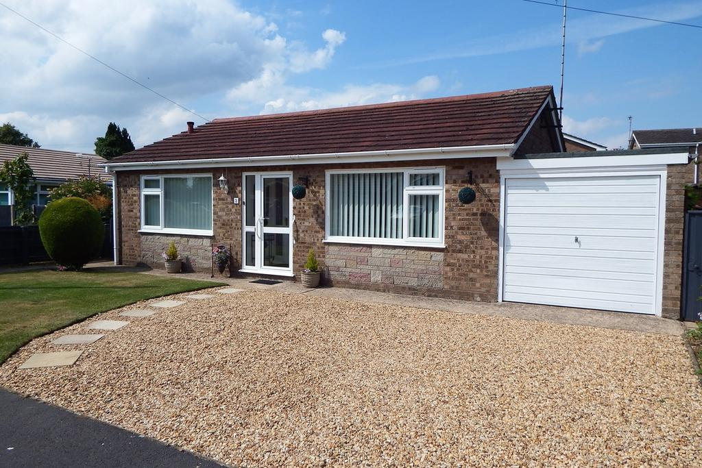 2 Bedrooms Detached Bungalow for sale in St. Marys Gardens, Whaplode, PE12
