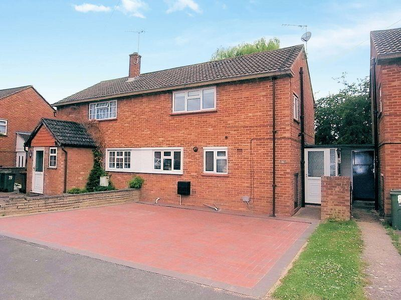 4 Bedrooms Semi Detached House for sale in Pond Meadow, Guildford