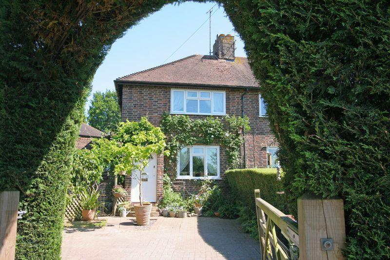 3 Bedrooms Semi Detached House for sale in Henfield
