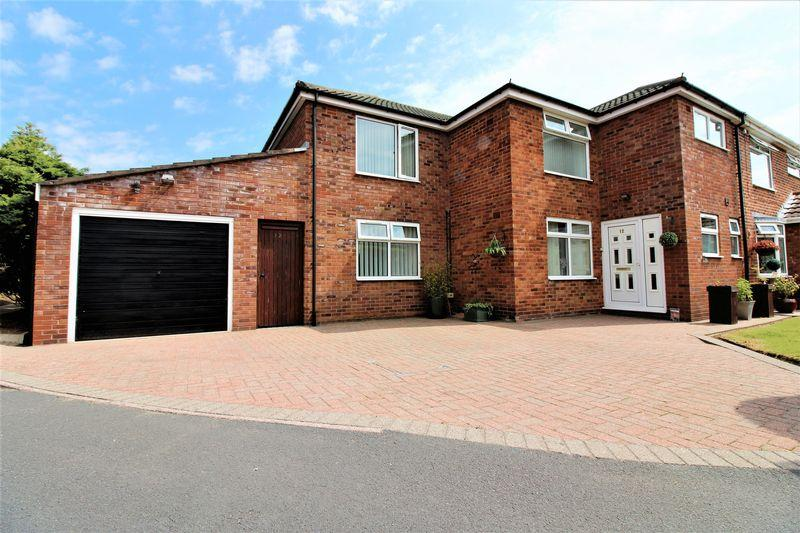 5 Bedrooms Semi Detached House for sale in Hallfield Drive, Chester