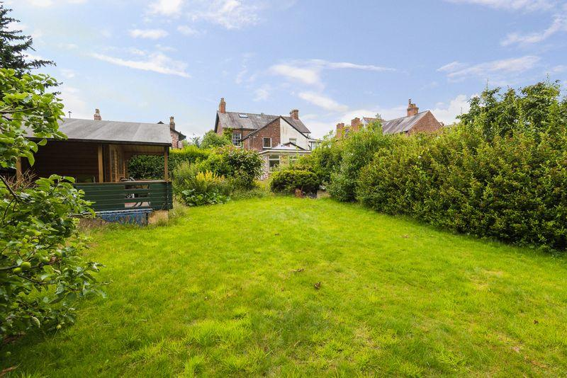 3 Bedrooms Semi Detached House for sale in Booth's Hill Road, Lymm